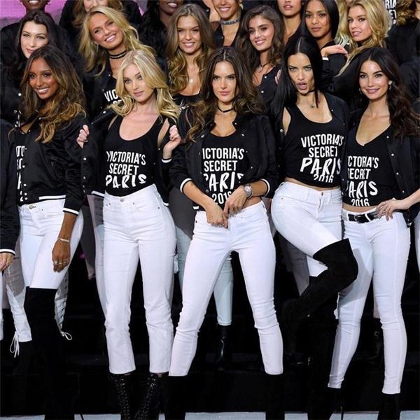 Hé lộ sân khấu show thời trang nóng bỏng nhất hành tinh trước giờ G