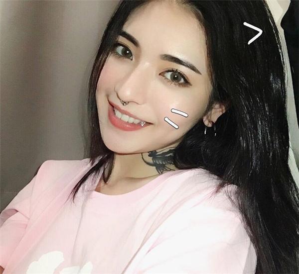 """Hiện tại, netizen xứ Đài vẫn đang """"sốt sình sịch"""" vì Tịnh Nghi và """"điên cuồng"""" truy tìm thêm thông tin về người đẹp này."""