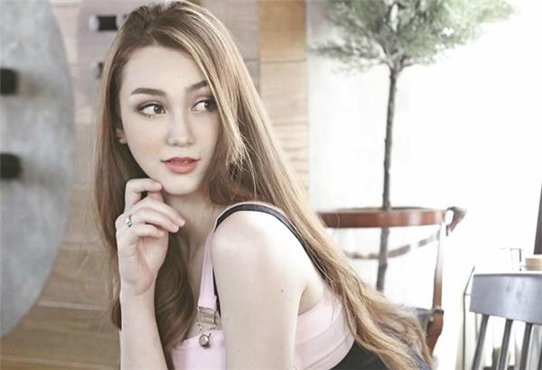 Mang trong mình hai dòng máu Thái - Pháp, cô gái 23 tuổi sở hữu vẻ đẹp tựa thiên thần.