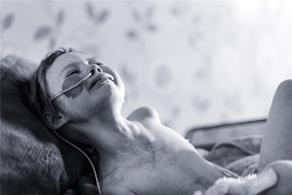 Tấm ảnh khiến người ta rơi nước mắt của cô bé Jessica Whelan.