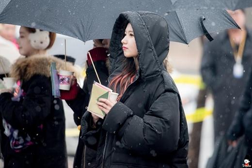 Nhìn nét mặt phụng phịu này khiến fan chỉ muốn lao tới tặng ngay cho cô một cái ôm thôi.