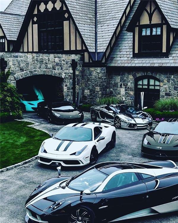Sân biệt thư nơi giới nhà giàu nghỉ dưỡng được lấp đầy bởi những chiếc siêu xe.