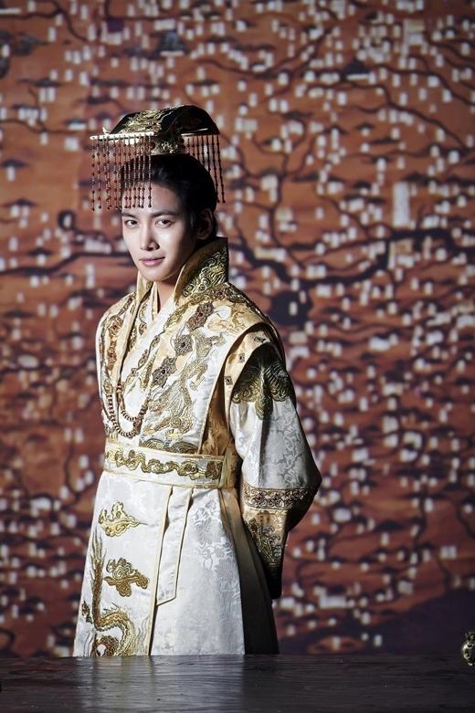 """Bước vào nghề từ năm 2006, sau 10 năm, Ji Chang Wook đã nắm trong tay khối tài sản """"kếch xù"""" và những bộ phim đình đám."""