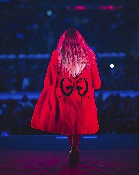 """Hồ Ngọc Hà """"đụng"""" áo khoác trăm triệu với Beyoncé"""