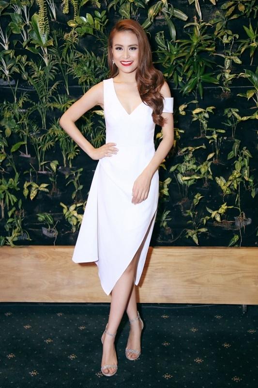 Tối ngày 28/11, Hoàng Thuỳ Linh đã tiếp tục ghi dấu mốc mới trong chặng đường hoạt động của mình. Cô xuất hiện trong bộ váy lộng lẫy và sang trọng. - Tin sao Viet - Tin tuc sao Viet - Scandal sao Viet - Tin tuc cua Sao - Tin cua Sao