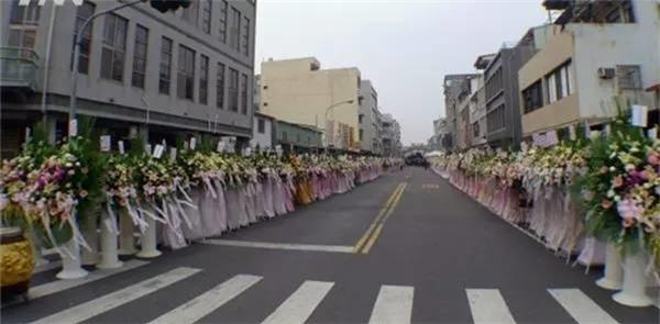 Đám tang lớn của một bà cụ thường dân ở Trung Quốc.