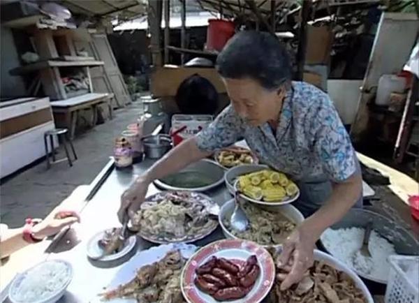 Quán cơm nhỏ của bà được nhiều người yêu thích bởi những món ăn ngon, đa dạng.