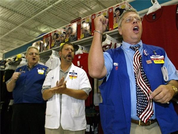 Chuỗi thương hiệu bán lẻ nổi tiếng Walmart lần đầu tiên mở siêu thị tại thủ đô Washington vào cuối năm 2013. Khi đó, Walmart ngay lập tức nhận được 23.000 đơn đăng kí tuyển dụng, trong khi số người được chọn chỉ là 600. Tỉ lệ thành công là 2.6%, chưa bằng một nửa so với Harvard.