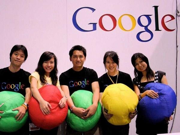 Theo một nhân viên làm việc tại Google, tập đoàn này nhận được khoảng một triệu đơn ứng tuyển mỗi năm, nhưng chỉ thuê từ 1.000 đến 4.000 nhân viên. Điều này đồng nghĩa với việc chỉ 0,4% đơn ứng tuyển được chấp nhận.