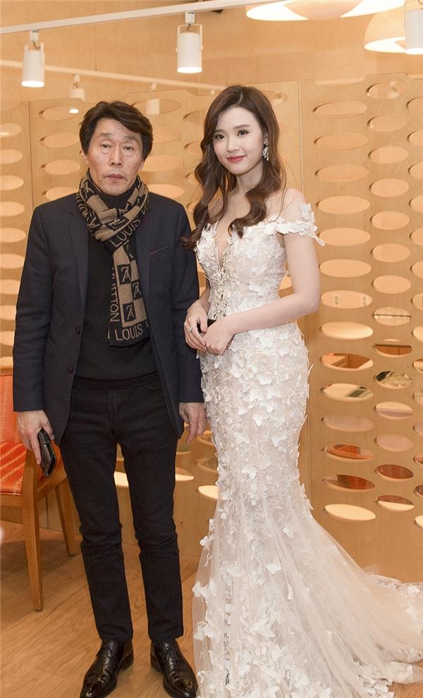 Midu xinh đẹp, rạng rỡnhận được giải Nữ diễn viên Châu Á xuất sắc - Tin sao Viet - Tin tuc sao Viet - Scandal sao Viet - Tin tuc cua Sao - Tin cua Sao