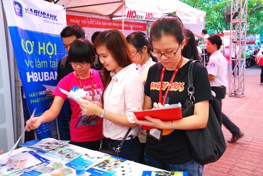 Sinh viên tham gia hội chợ việc làm. (Ảnh minh họa - Nguồn: Internet)