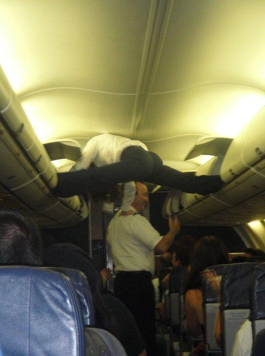 Anh tiếp viên thật là có tâm. Hy vọng máy bay không đi qua vùng không khí nhiễu động.