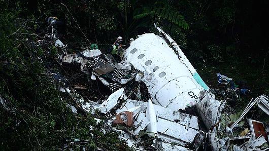 Mảnh vỡ của máy bay gặp nạn. (Ảnh: Twitter/Andres Felipe Arcos)