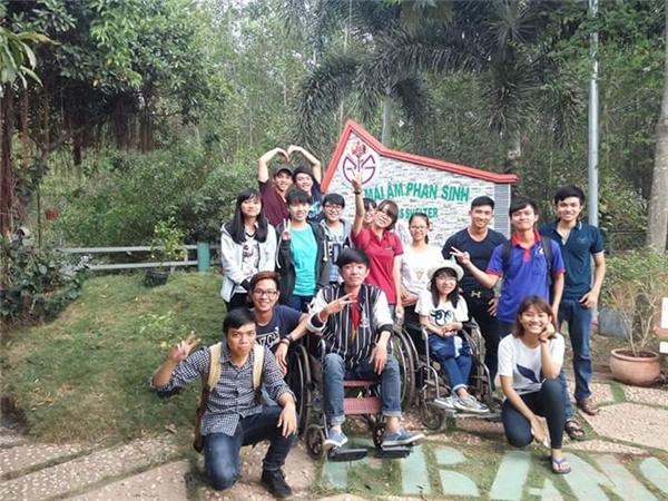 Tham gia tình nguyện cùng các bạn tại mái ấm Phan Sinh.