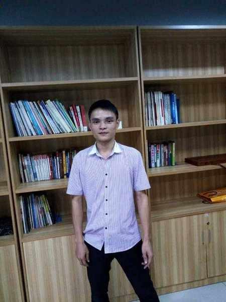 Huang Jian sau khi phẫu thuật thẩm mĩ.