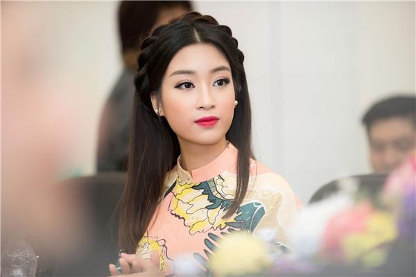 Hoa hậu Mỹ Linh hóa nàng Tấm, đẹp không tì vết