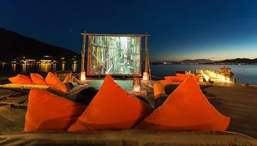 Vô rạp xem phim nay xưa rồi, xem phim ngoài trời mới thú vị!