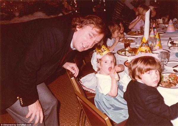 Trump thường xuyên đồng hành trong các buổi tiệc sinh nhật của con mình.