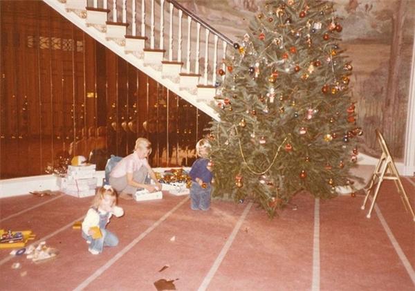 Trong dịp giáng sinh, cả gia đình nhà Trump đã có dịp quây quần bên nhau để trang trí cây thông Noel.