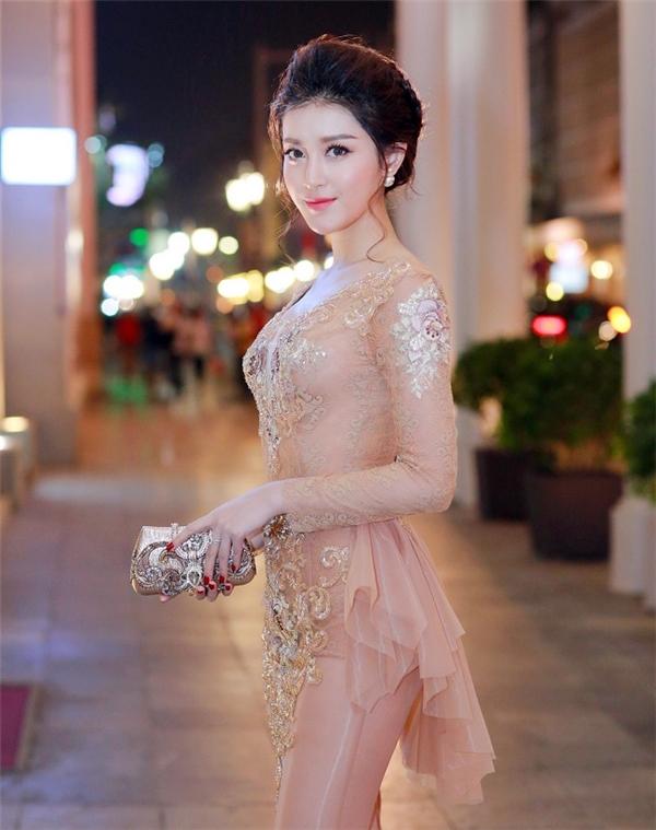 """Những chiếc váy dễ gây """"hoa mắt, chóng mặt"""" của mỹ nhân Việt"""