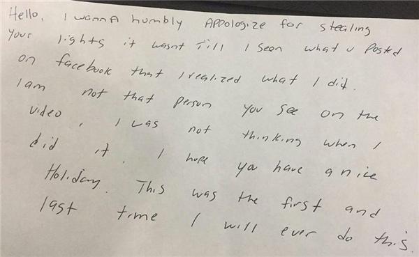 Tờ giấy ghi lời xin lỗi gửi đến gia đình bị mất cắp nọ từ chính kẻ trộm. (Ảnh:Michael Reilly)