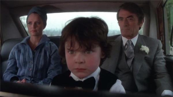 Một cảnh trong phim với sự góp mặt của Gregory Peck(phải).
