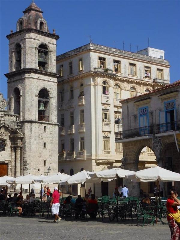 Những tòa nhà cổ của Cuba thu hút khách du lịch