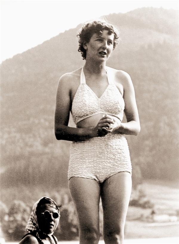 Eva Braun hầu nhưkhông xuất hiện trước công chúng và thậm chí rất ít người Đức biết về sự tồn tại của bà.