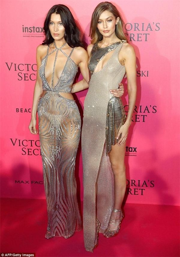 Thảm hồng hậu Victoria's Secret: mặc như không mặc!