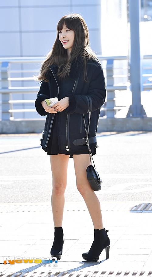 """Taeyeon đơn thân lên đường tham dự MAMA. Dù tuổi tác """"quá lứa"""" so với đàn em nhưng trưởng nhóm SNSD trông vẫn vô cùng trẻ trung và xinh đẹp không tì vết."""
