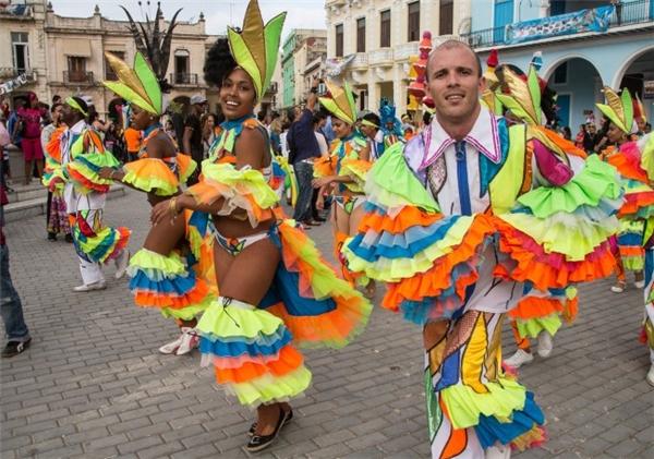Nhan sắc của những cô gái Cuba và vô số những lễ hội truyền thống trên đường phố sẽ hớp hồn bạn. (Ảnh: Internet)