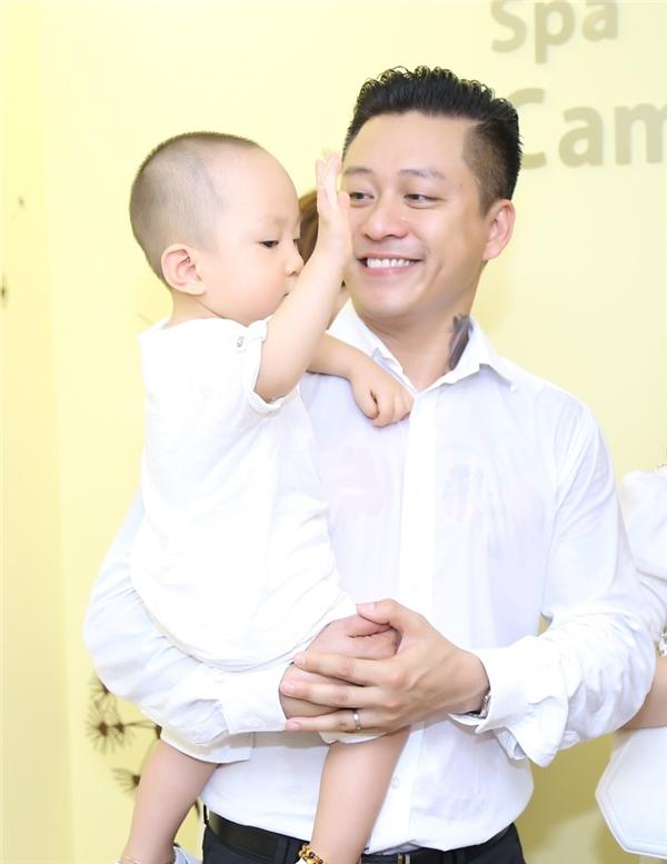 Những bằng chứng cho thấy Tuấn Hưng là ông bố hiếm có của showbiz - Tin sao Viet - Tin tuc sao Viet - Scandal sao Viet - Tin tuc cua Sao - Tin cua Sao