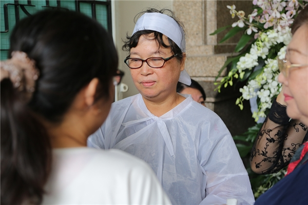 Bà Minh Nguyệt – vợ ca sĩ Quang Lý buồn bãkhi chồng ra đi quá đột ngột. - Tin sao Viet - Tin tuc sao Viet - Scandal sao Viet - Tin tuc cua Sao - Tin cua Sao