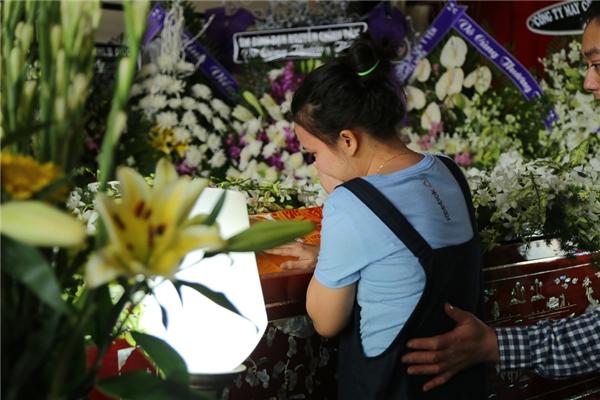 Con gái Quang Lý khóc hết nước mắt về nước chịu tang bố - Tin sao Viet - Tin tuc sao Viet - Scandal sao Viet - Tin tuc cua Sao - Tin cua Sao