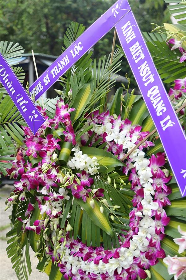 Nhiều nghệ sĩ như Mỹ Tâm, Ngọc Sơn, Siu Black,...đã gửi vòng hoa chia buồn với gia đình. - Tin sao Viet - Tin tuc sao Viet - Scandal sao Viet - Tin tuc cua Sao - Tin cua Sao