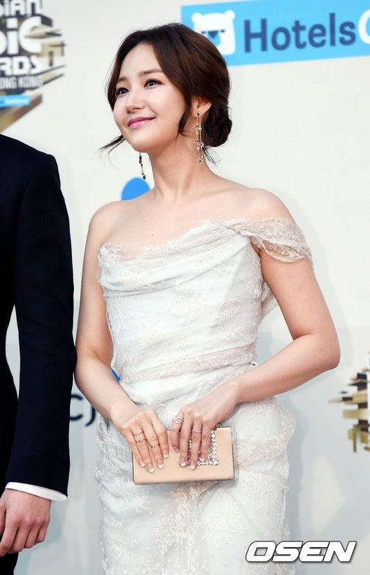 Park Min Young rạng rỡ khoe vẻ ngoài xinh đẹp ở tuổi 30