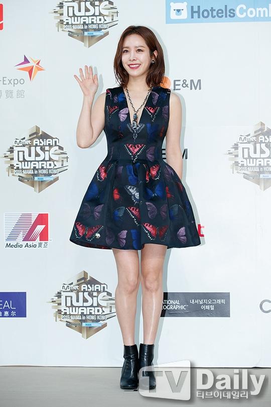 Han Ji Min diện phong cách trẻ trung, lạ mắt