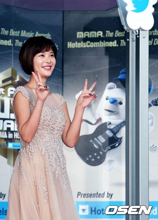 Nữ diễn viên Hwang Jung Eum đáng yêu với mái tóc cắt ngắn quen thuộc