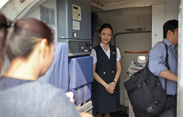 Liu luôn tươi cười và khiến các hành khách hài lòng bởi phong cách làm việc chuyên nghiệp, thân thiện.