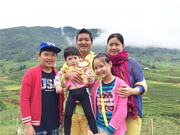 Gia đình hạnh phúc của cầu thủ Nguyễn Hồng Sơn khiến ai cũng trầm trồ, ngưỡng mộ.