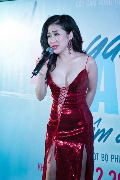 Hương Tràm ngày càng táo bạo hơn trong phong cách ăn mặc. Nữ ca sĩ thay đổi khá nhiều sau 4 năm gia nhập làng giải trí Việt.