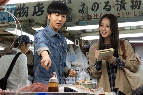 Phim My Korean Teacher kể về cuộc tình lãng mạn của thầy giáo Young và người mẹ đơn thân Sakura.