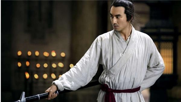 Tam Thiếu Gia là bậc thầy kiếm đạo sở hữu các chiêu thức võ công thượng thừa.