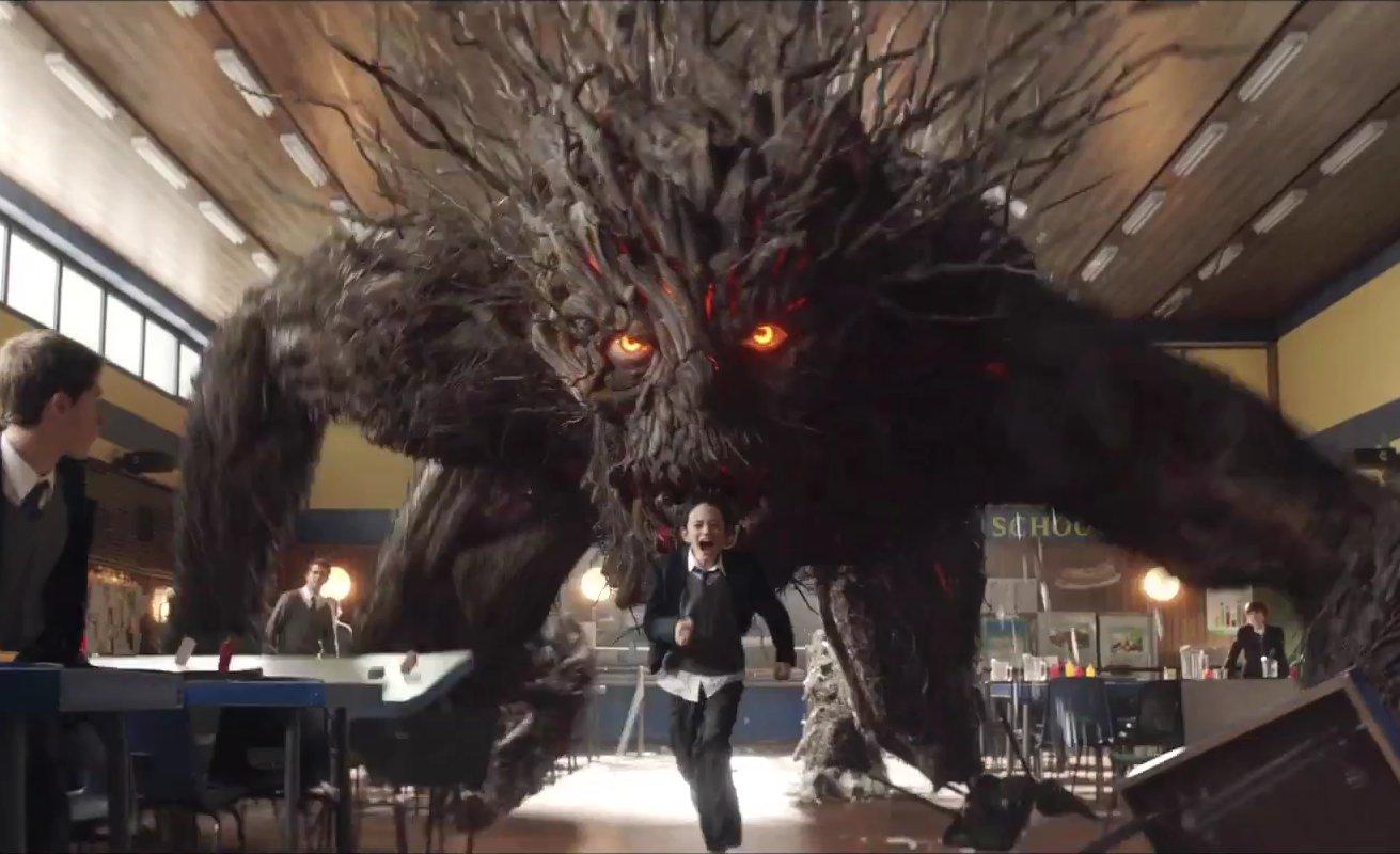 Conor là cậu bé gặp phải nhiều bất hạnh trong cuộc sống tình cờ gặp được quái vật cây tốt bụng.