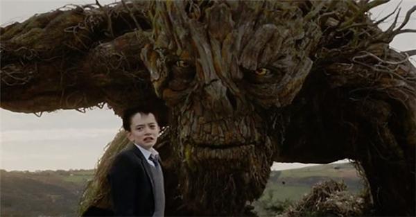 A Monster Calls đã nhận được nhiều nhận xét tích cực từ giới phê bình phim chuyên nghiệp.