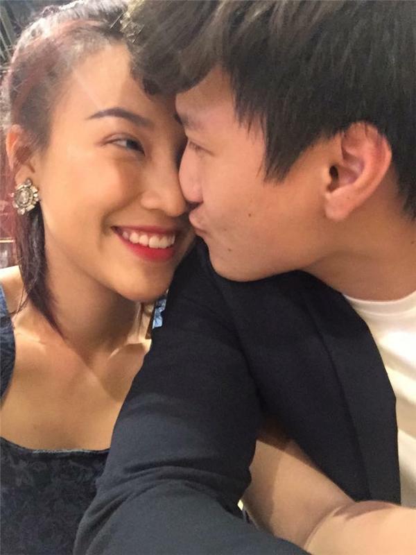 Cặp đôi này luôn làm cho người khác phải ngưỡng mộ về tình cảm ngọt ngào mà hai người dành cho nhau. - Tin sao Viet - Tin tuc sao Viet - Scandal sao Viet - Tin tuc cua Sao - Tin cua Sao