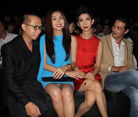 Dù nổi tiếng là mỹ nhân có gu ăn mặc thanh lịch nhất nhì Vbiz nhưng Hà Tăng cũng không tránh khỏi những lúc hớ hênh do trang phục quá rộng hay ngồi sai cách.