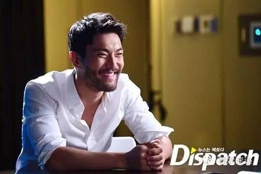 Những mỹ nam Kpop chỉ cần cười lên là sẽ không còn là nam thần nữa