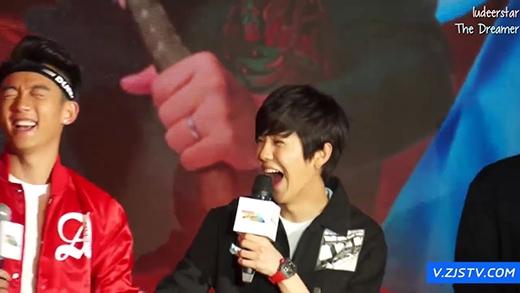 Phải cười đến nhăn nhó mặt mày, miệng cũng ngoác to hết cỡ như Lu Han mới gọi là sảng khoái nhé.