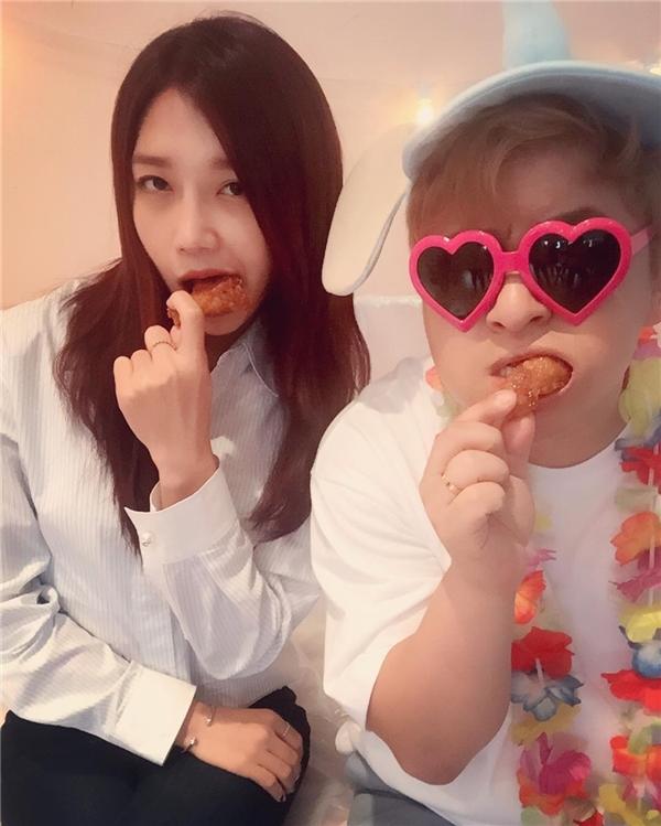 """Giọng ca vàng Superstar K 2 Huh Gak cho biết """"Tôi có thể ăn 30 set humburger trong vòng chưa đến 1h đồng hồ""""."""